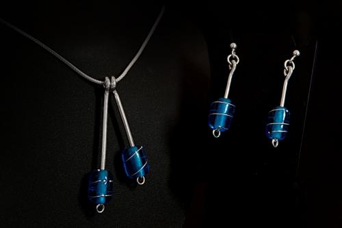 Dbl. glassperle med sølvtråd, blå